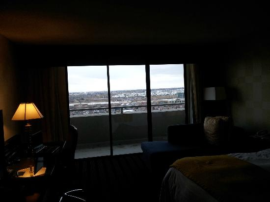 Renaissance Denver Stapleton Hotel: Large King Rm, with chaise lounge, Lots of natural light Rm 1230