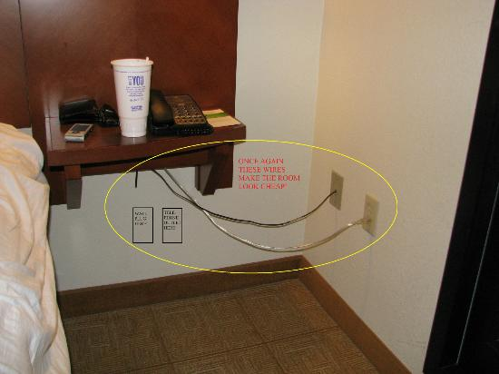 Hyatt Place Duluth/Gwinnett Mall: Wires for telephone and lamp on opposite wall make the room look cheap.