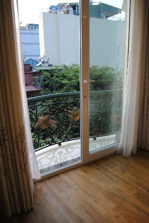 Hanoi Meracus Hotel 1: Room 501 balcony