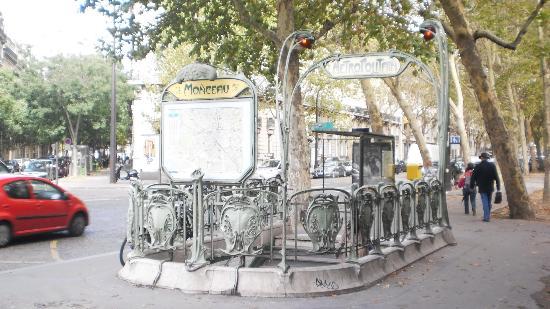 Parc Monceau : Monceau Metro station
