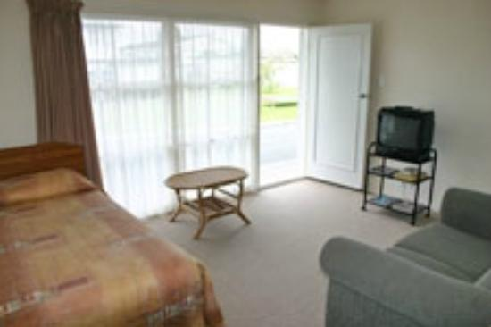 Cleveland Thermal Motel: 1-bedroom apartment.  New flat screen tv's in all apartments.