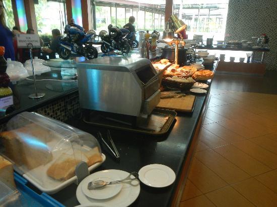 كونكورد إن كليا: Breakfast buffet during MotoGP.