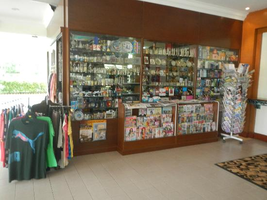 Concorde Inn Kuala Lumpur International Airport - TEMPORARILY CLOSED: Lobby shop.
