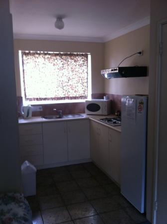 Australind Tourist Park : kitchen