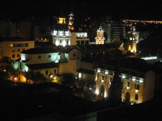 Alejandro 1 Hotel Internacional Salta: Vista desde el piso 8 a la catedral