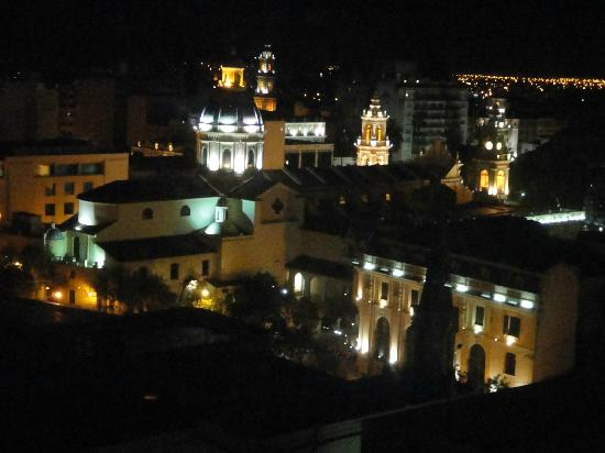 Alejandro I Hotel International Salta: Vista desde el piso 8 a la catedral