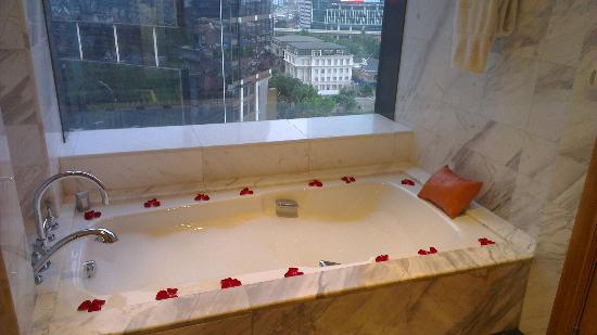 The Ritz-Carlton Jakarta, Mega Kuningan: Rose petal decoration on our second day, hot bath with bubbles already run.