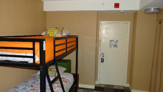 Hotel Lincoln, a Joie de Vivre Hotel: bedroom