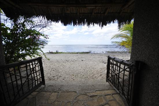 Hostal Real Masachapa : Acceso a playa