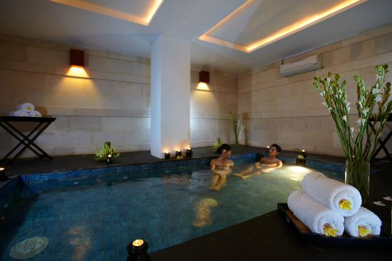The Magani Hotel and Spa: Whirlpoll at Magani Spa