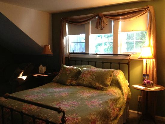 Candleberry Inn on Cape Cod : The TreeTop Room in the Carriage House