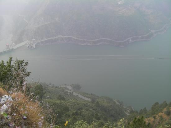 Chamba, Indien: the view of chamera dam
