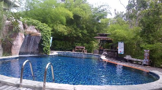 Baan Busaba Hotel : Pool area