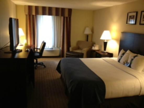 Holiday Inn Overland Park-Conv Ctr: Large room