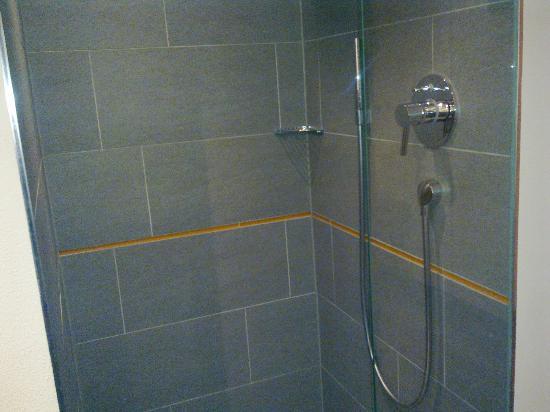 mainhaus Stadthotel: Excellent and modern shower