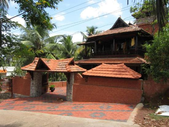 Traditional kerala architecture based room picture of Old home renovation in kerala