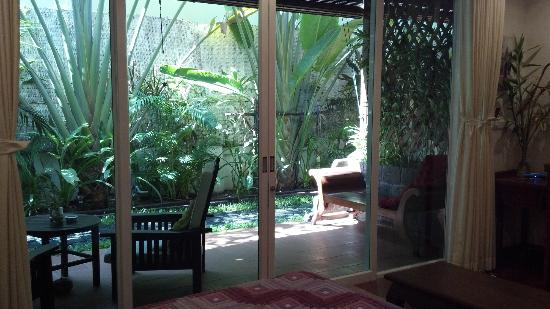 Alliance Alize Boutique Villa: view of the garden.