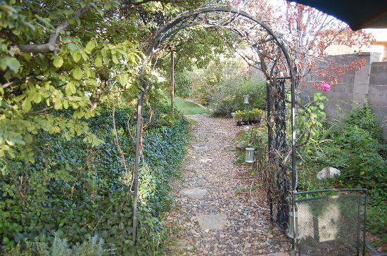 The Iron Gate Inn and Winery: garden