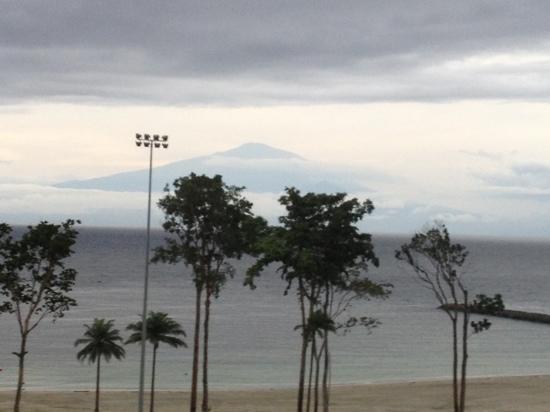 Sofitel Malabo Sipopo Le Golf: mont Cameroun from room