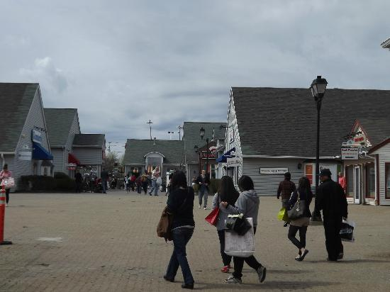 Woodbury Common Premium Outlets: Shopping
