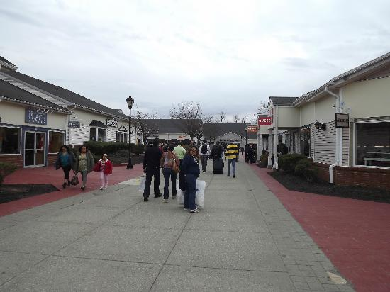 Woodbury Common Premium Outlets: More shopping