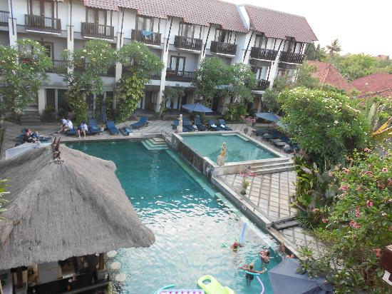 The Lokha Legian : Lokha Pool area