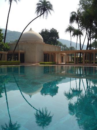 Amanbagh: main pool