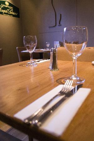 Whighams Wine Cellars: Table