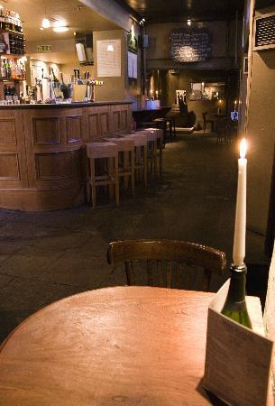 Whighams Wine Cellars: Bar