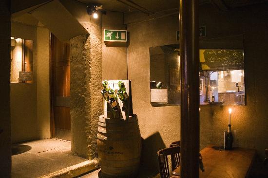 Whighams Wine Cellars: Entrance