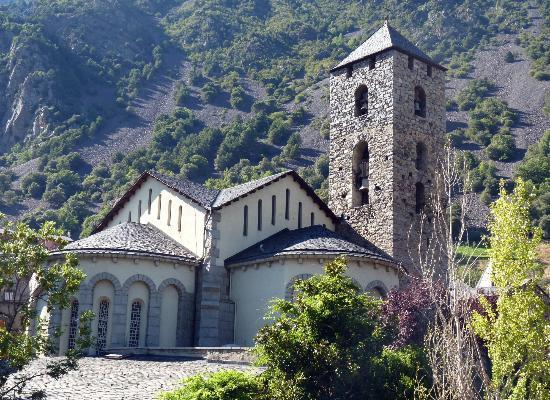 Andorra la Vella, Andorra: campanile romanico chiesa di sant esteve