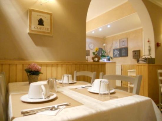 Hotel des Falaises: Salle petit déjeuner