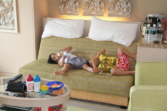 Shangri-La's Rasa Sentosa Resort & Spa: Son and Daughter...time before nap