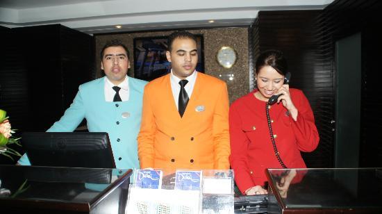 Coral Dubai Deira Hotel: Englisch ,Deutsch, Französisch,Arabisch kein Problem