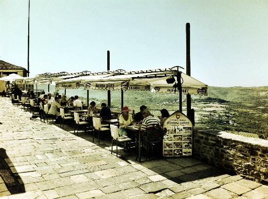 Bon Restaurant Sur Motovun