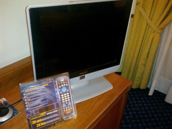 Pacific Hotel Fortino: Tv Lcd con pochi canali + circuito chiuso