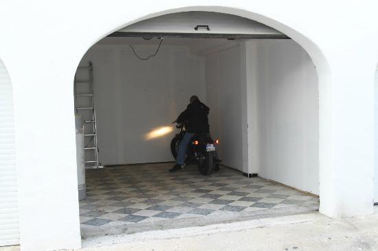 Lou Marques: De la place pour une dizaine de motos