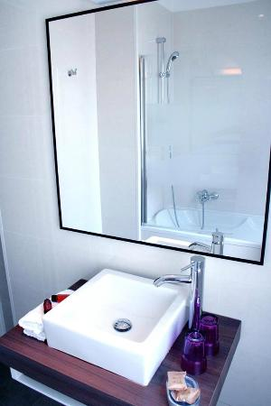 Amiraute: Bathroom / Salle de bain