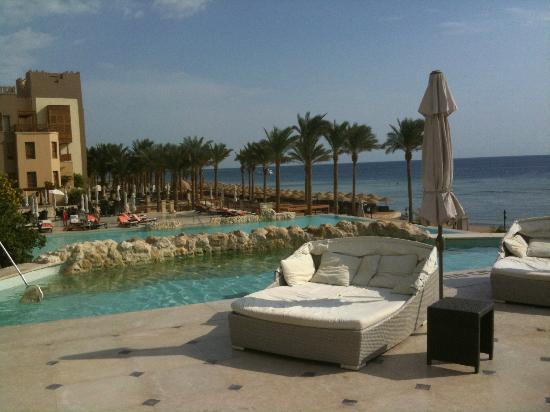 Piscines et plage picture of the makadi spa hotel for Plage et piscine