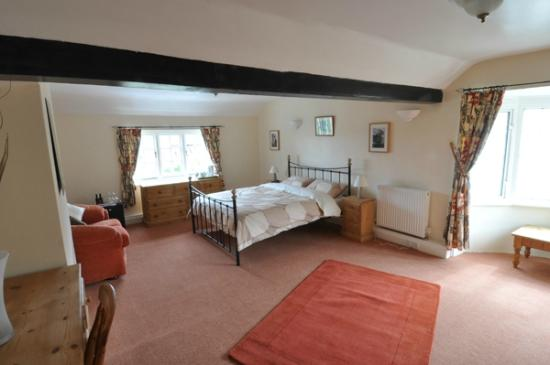 Two Sawyers: Yew - large double en-suite