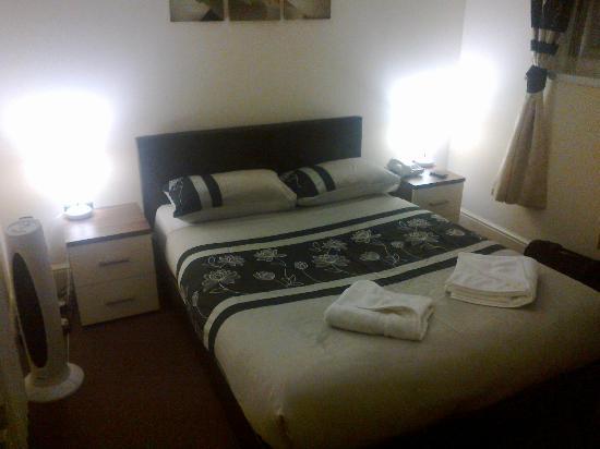 Travellers Inn: room