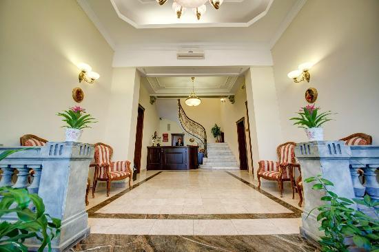 Amzei Hotel: Front Desk