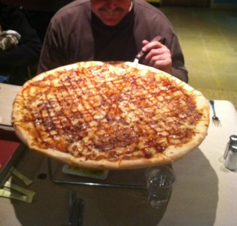 Russo's Pizza & Wings: Giant Delicious Pizza!!!