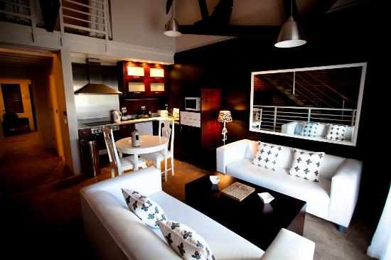 The Lofts Boutique Hotel: Kitchenette and sitting room in a suite.