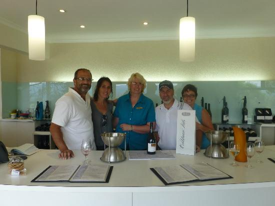 Wild Wombat Winery Tours: Fred, Maggi, Yvette, Michel and Chantal at Coldstream Hills