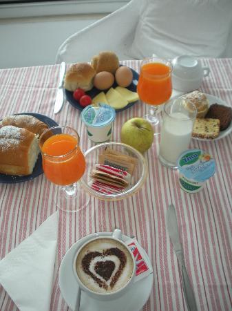 Hotel La Bougainville: Primo round della colazione!