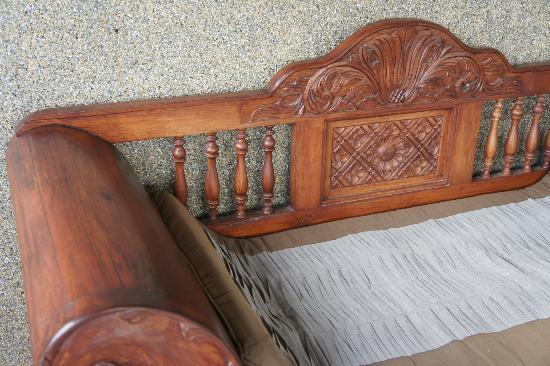 เซ็นดาน่า รีสอร์ทแอนด์สปา: Bench on the balcony