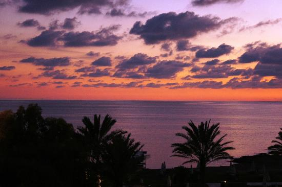 Constantinou Bros Athena Royal Beach Hotel: Another spectacular sunset