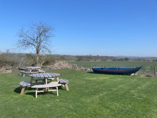 Allanton Inn: The garden view