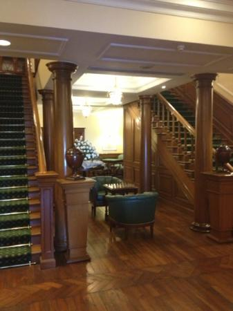 The Oberoi Cecil, Shimla: stairway